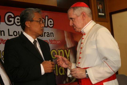 Kardinal Tauran nyatakan umat Kristen hendaknya tidak dianggap warga kelas dua
