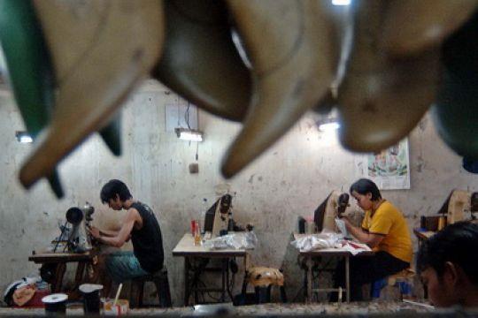 industri kecil sepatu kulit ini jangkau seluruh Indonesia berkat  online