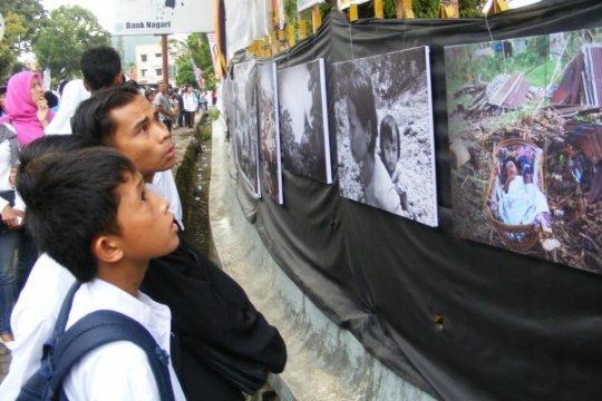 PFI pamerkan puluhan foto 10 tahun gempa Padang