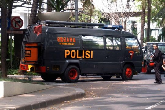 Mobil Gegana tinggalkan Mapolrestabes Surabaya