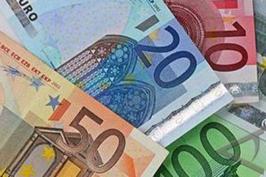 Euro Merosot Karena Komentar Fed Dorong Dolar Naik