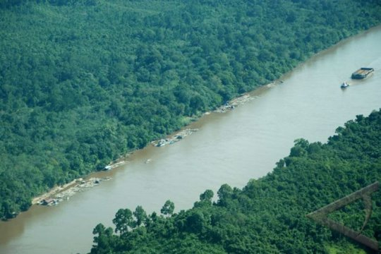Buntok Kalteng terendam banjir akibat meluapnya Sungai Barito