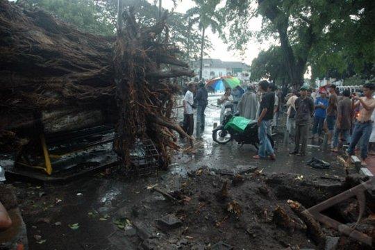 BMKG Yogyakarta minta masyarakat waspadai angin kencang