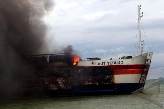 Tim SAR Cari Korban Kapal Terbakar