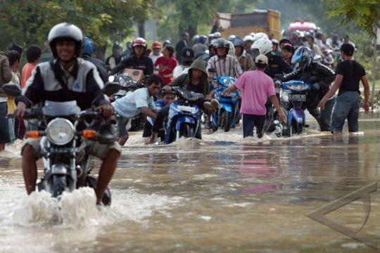 Ratusan rumah di Gresik terendam air