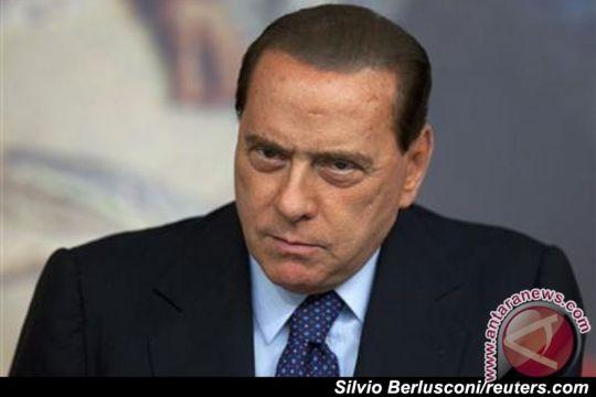Kelompok wanita setengah bugil protes Berlusconi