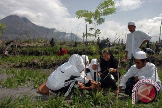 UMY tanam 100 bibit pohon jambu mete
