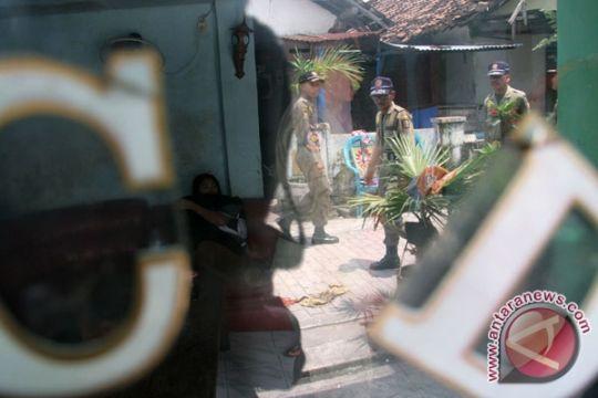 Penghuni eks-lokalisasi Semampir protes