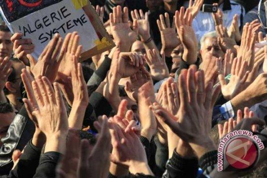 Ribuan pengunjuk rasa tolak presiden sementara Aljazair