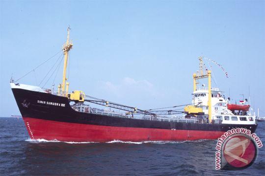 Kapal Kargo Terbakar di Priok