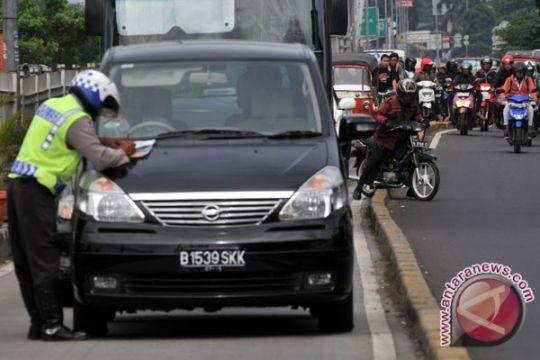 Masuk jalur transjakarta, puluhan kendaraan ditilang