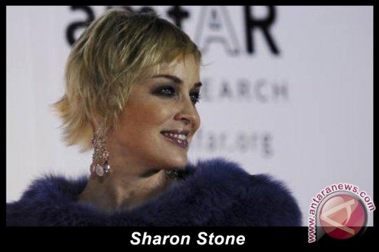 Sharon Stone Rayakan Ulang Tahun Gorbachev
