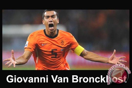 Van Bronckhorst Bawa International Team Raih Kemenangan