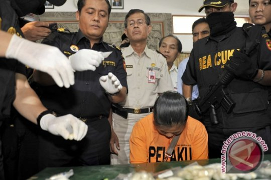 Bea Cukai Tangkap Penyelundup Narkoba Filipina