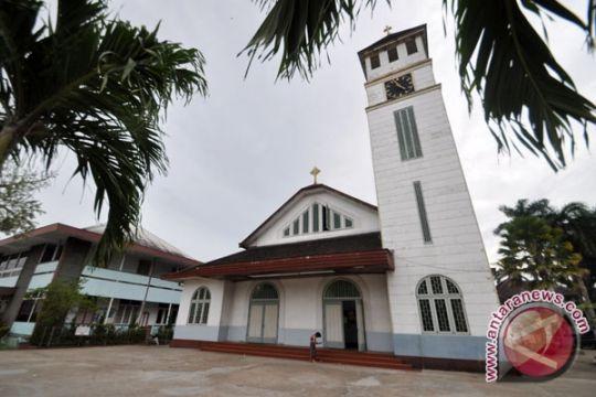 Gubernur Letakkan Batu Pertama Pembangunan Gereja Toraja