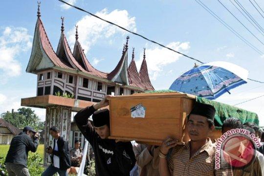Jenazah Irmawati, Korban Pesawat Merpati Dimakamkan di Agam