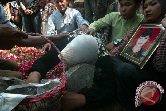 Jenazah Indriana, Korban Pesawat Merpati Dimakamkan di Mojokerto