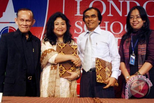 """Prita Kemal Gani raih """"ASEAN People Award"""""""