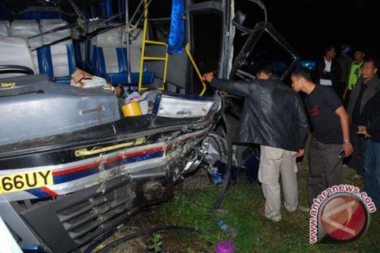 Tabrakan Maut Bus Vs Truk di Madiun, Sembilan Tewas