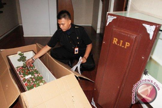 Pengirim Peti Mati Dikenakan Wajib Lapor