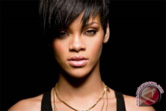 Rihanna berfoto tanpa izin di mesjid