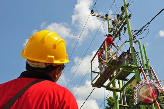 PLN Jambi Kerahkan 100 Pekerja Perbaiki Gardu
