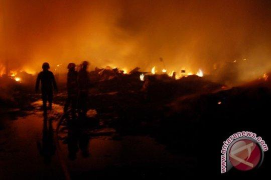 Empat saksi kebakaran pasar loak Surabaya diperiksa