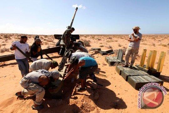 Gerilyawan NTC bertempur dengan loyalis Gaddafi di Bani Walid