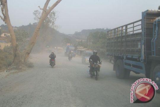 Jalan Lintas Sumatera ruas Rajabasa-Panjang makin rusak