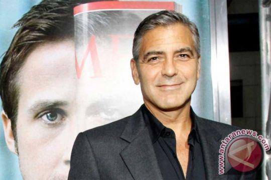 George Clooney tidak puas dengan Tesla Roadster