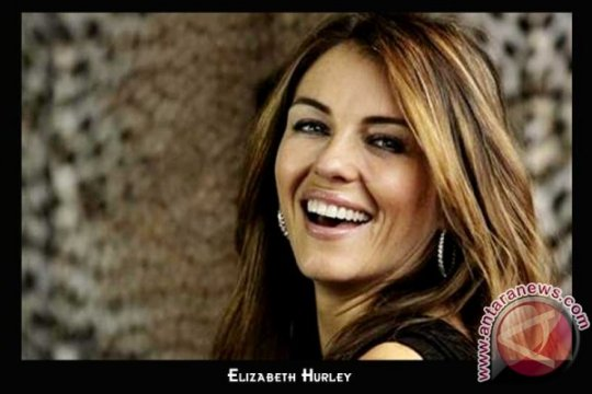 Elizabeth Hurley bertunangan