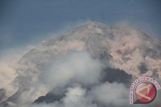 Jalur pendakian Semeru ditutup total akibat badai