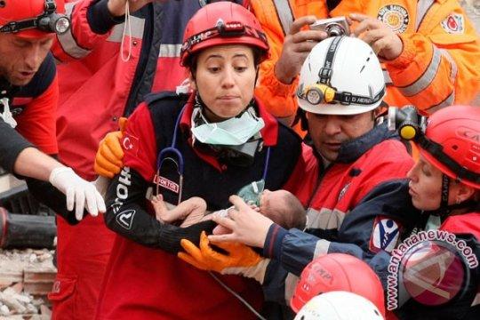 Gempa Turki tewaskan 601 orang