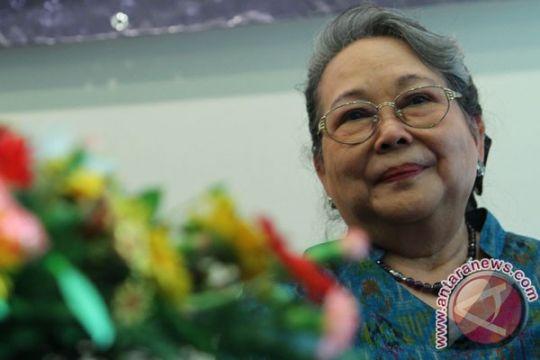 Novelis NH Dini meninggal dunia akibat kecelakaan