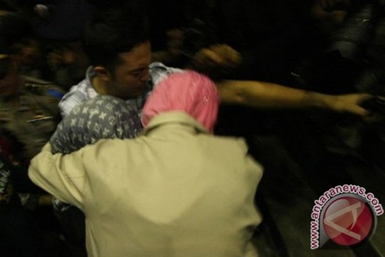 Nunun keluar lalui pintu kargo Bandara Soekarno-Hatta