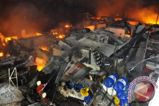 50 rumah di Kelapa Gading ludes terbakar