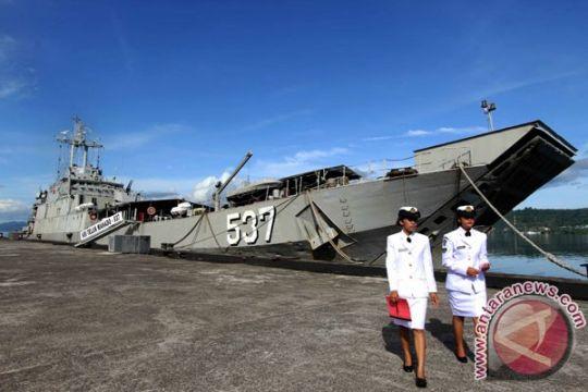 350 pemudik naik kapal perang menuju Surabaya