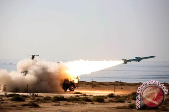 Iran uji coba peluru kendali jarak jauh