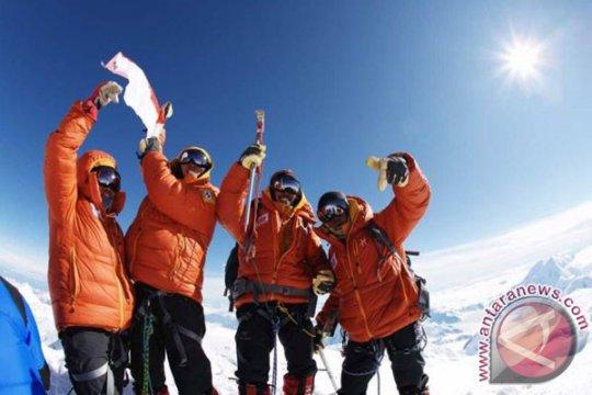 Tim Seven Summits tatap pendakian terakhir
