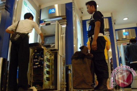 Polisi tanpa senjata dan perampokan mobil uang ATM di Semarang