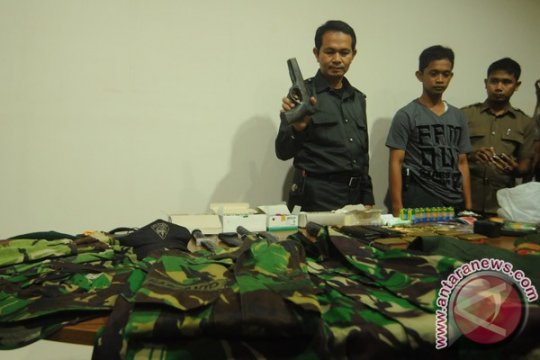 Polisi ringkus pemilik senpi dan 116 amunisinya
