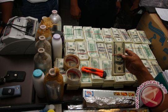 Polda Metro bongkar sindikat pemalsu dolar, euro Rp16,4 M