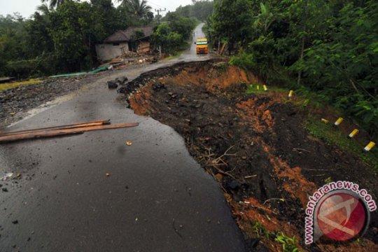 19 KK di Desa Gunungwangun mengungsi akibat terancam longsor