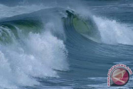 Gelombang pasang terjang pesisir Pelabuhanratu, belasan rumah rusak