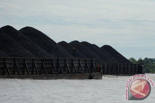 Tongkang bermuatan 12.000 metrik ton batubara terbakar di Pacitan