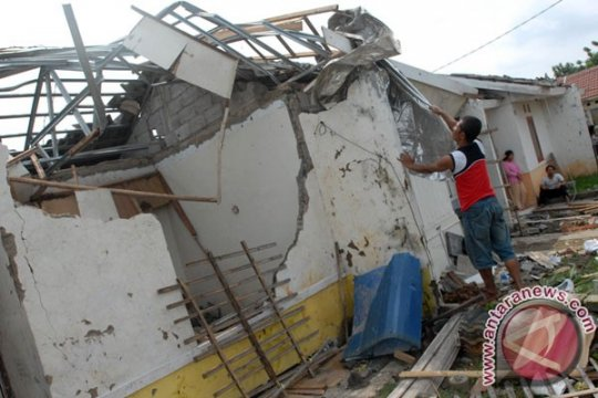 Puting beliung rusakkan ratusan rumah di Tangerang