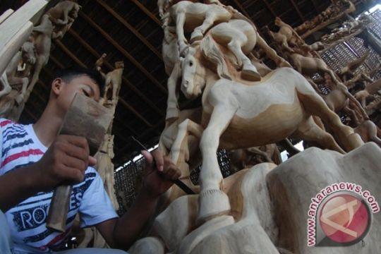 Warga Rejang Lebong belajar mengukir kayu ke Jepara