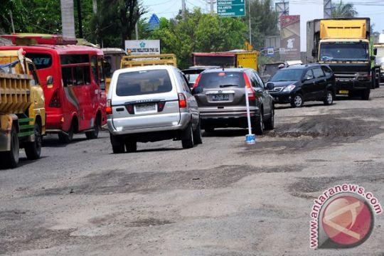Warga keluhkan kerusakan jalur selatan Jateng