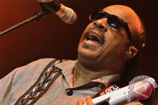 Aretha Franklin dijenguk Stevie Wonder, Jesse Jackson