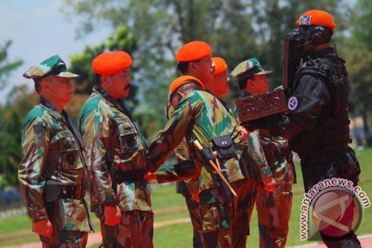 Perwira tinggi TNI AU tempuh tradisi pembaretan Korps Paskhas